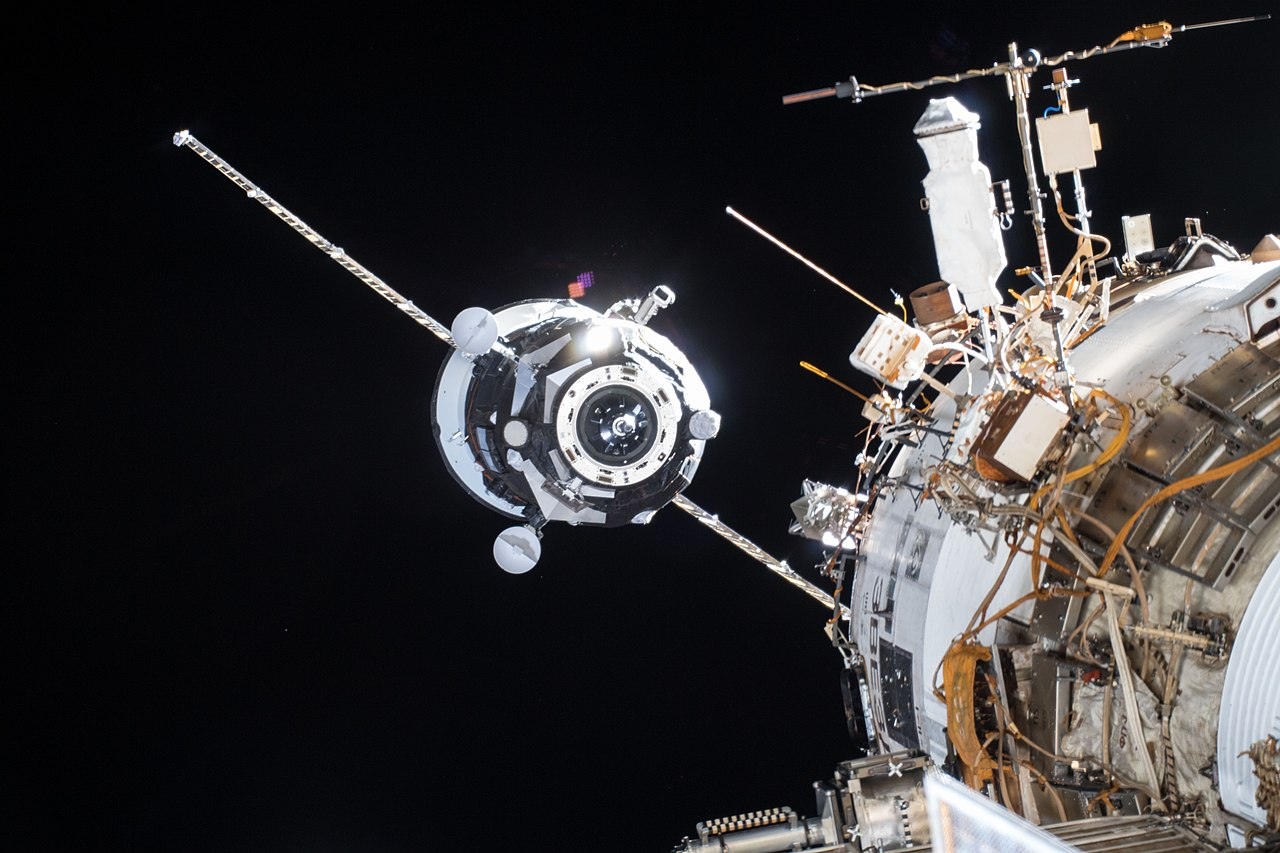Je kosmické smetí hrozba pro astronauty
